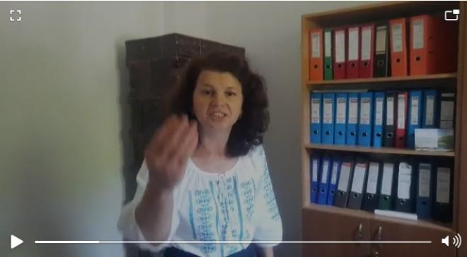 VIDEO HALUCINANT - Criza de nervi a primaritei PNL din comuna Tataru, Prahova. Iuliana Mares a lovit un barbat si i-a spart telefonul