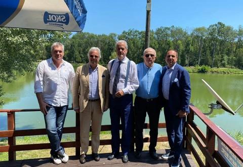 """Mircea Cosma si-a lansat volumul """"Adrian Paunescu - fiul Basarabiei"""", in Parcul Bucov. Adrian Nastase, prezent la eveniment"""