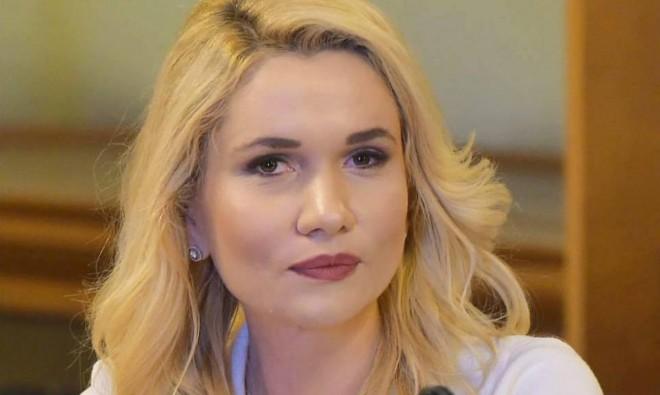 Inițiativa legislativă a Laurei Moagher, privind programul de prevenire a înmulțirii câinilor fără stăpân, a ajuns la Camera Deputaților
