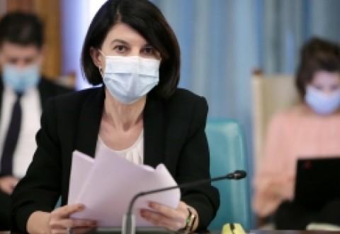 GAFĂ de zile mari: Violeta Alexandru a vrut să candideze SIMULTAN și la Senat și la Camera Deputaților, deși nu e legal
