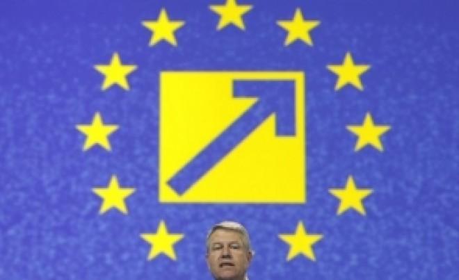 """Il doare in cot de bolnavi si de criza economica. Presedintele """"apolitic"""" Iohannis intră în campanie pentru PNL"""