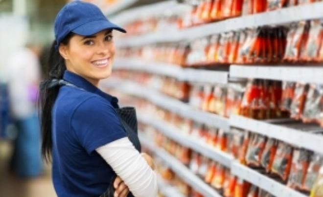 În timp ce micii producători din piețe închid tarabele, marile magazine jubilează: se așteaptă la vânzări suplimentare în weekend