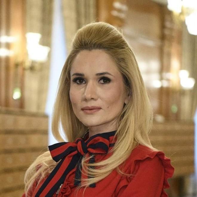Laura Moagher: Iohannis si PNL au respins dublarea alocatiilor. Dar bani pentru firmele de partid si scutiri de taxe pentru banci au gasit