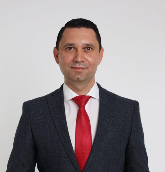 Deputatul PSD Prahova Bogdan Toader ataca decizia Ministerului Sanatatii de a transfera responsabilitatea campaniei de vaccinare exclusiv în seama primăriilor