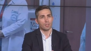 """Cum se exprimă medicul Valeriu Gheorghiță, în timp ce explică procesul de vaccinare: """"Se completează de mână, ad labam..."""""""