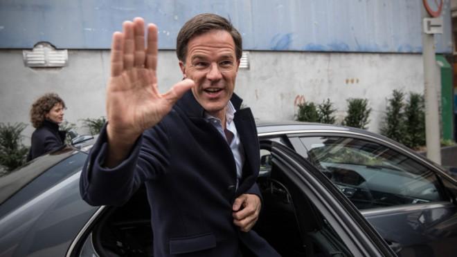 Ai nostri tin cu dintii de scaun! Guvernul Olandei demisionează după scandalul alocațiilor