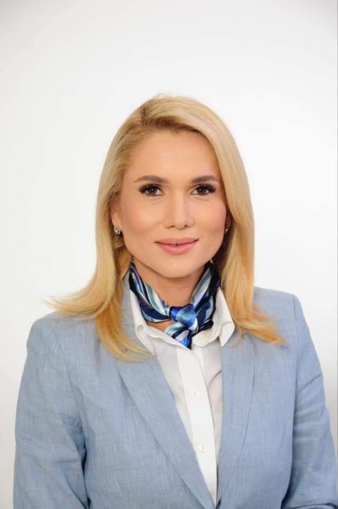 Laura Moagher, senator PSD Prahova, ataca Guvernul pe tema vaccinarii: De ce nu au prioritate la vaccin profesorii? In curand incepe scoala!