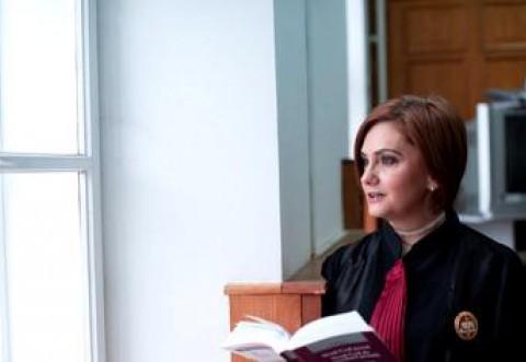 """Judecătoarea Adriana Stoicescu, după ce Klaus Iohannis a solicitat ministrului Justiței să explice clasarea dosarului """"10 august"""": """"Am ajuns să fim fugăriți și umiliți, la chemarea unor politicieni iresponsabili"""""""