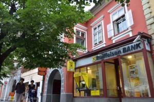 De ce nu redeschide Stelian Ion dosarul cu casele furate de familia Iohannis?