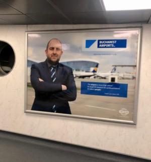Oameni noi in politica/ Pe modelul lui Ceausescu, noul șef userist de la Aeroporturi și-a făcut panou cu el la intrarea în Otopeni