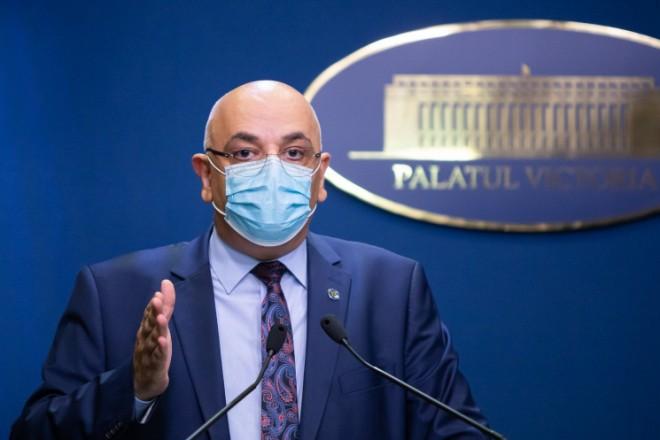 Aici are dreptate! Arafat considera ca nu e normal ca un medic de la stat sa lucreze si la privat, mai ales cand e nevoie de personal suplimentar