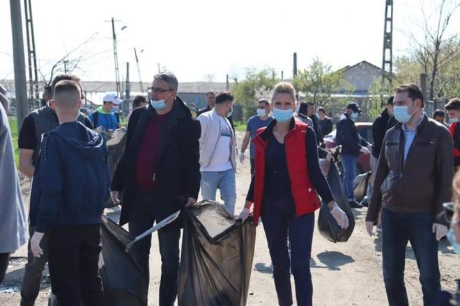 De Ziua Pamantului, parlamentarii PSD Prahova au dat un exemplu: Actiune de ecologizare, la Mizil