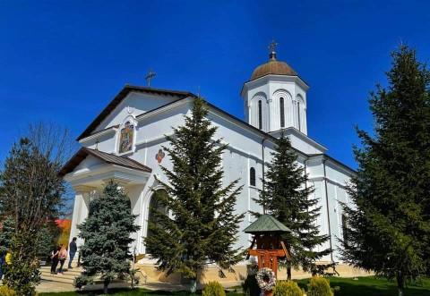 Bogdan Toader, mesaj cu prilejul Izvorului Tamaduirii: Este o sărbătoare închinată bunătății, generozității și milei