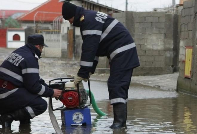 Mai multe gospodarii, inundate, in Câmpina, Breaza si Baneşti