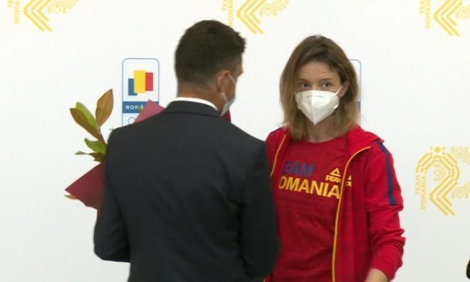 """Ana Maria Popescu, discurs manifest în fața ministrului: """"Să luaţi dumneavoastră aurul ăla pe care eu n-am reuşit să-l iau"""""""