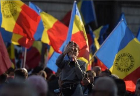 """Sondaj de ultimă oră! Câţi români susţin un partid naţionalist: """"Vest vs. Est"""""""
