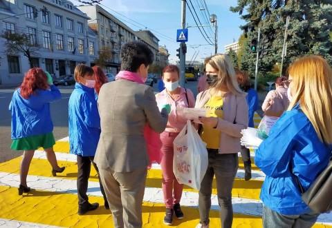 Femeile din ALDE Prahova sustin campania impotriva cancerului de sân. Actiune derulata in Ploiesti