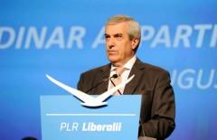 Tariceanu: Iohannis o sa piarda din cauza gafelor, a absentei din spatiul public si a cititului de pe prompter