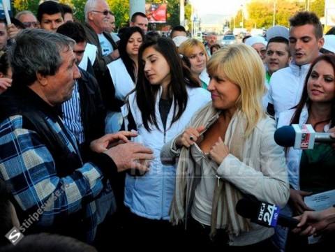 Elena Udrea repetă faza cu sutienul! S-a DEZBRĂCAT, la propriu / VIDEO