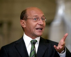 Traian Băsescu a fost huiduit la Carei, de Ziua Armatei / VIDEO