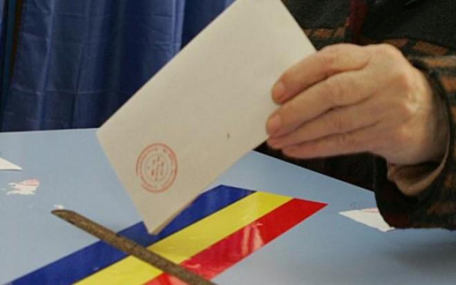 ALEGERI PREZIDENŢIALE 2014: Secţiile de votare s-au DESCHIS. Românii pot vota până la ora 21.00