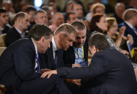 Domnule Iohannis, gata cu politica de partid!