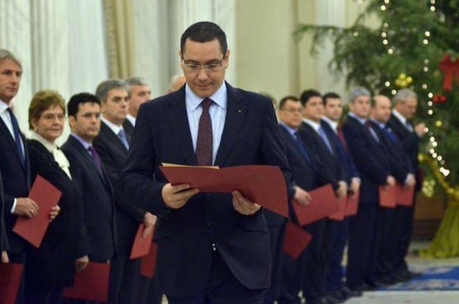 62% dintre români NU susţin schimbarea Guvernului Ponta
