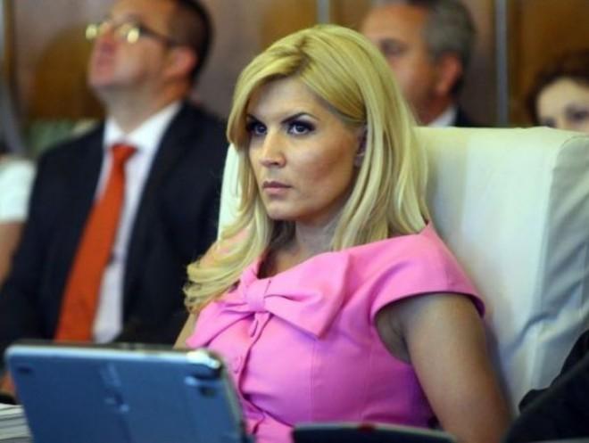 """""""Klaus Iohannis și-a tras și el o Elena Udrea"""". Cine spune asta şi de ce"""
