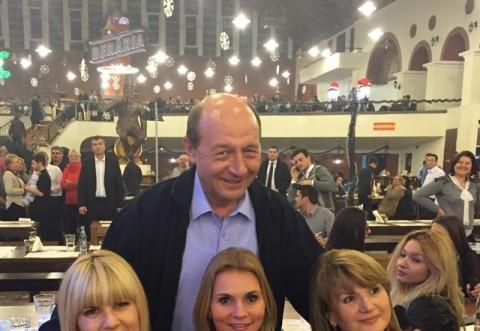 Elena Udrea i-a cântat lui Traian Băsescu în ultima zi a mandatului! VIDEO DE COLECȚIE
