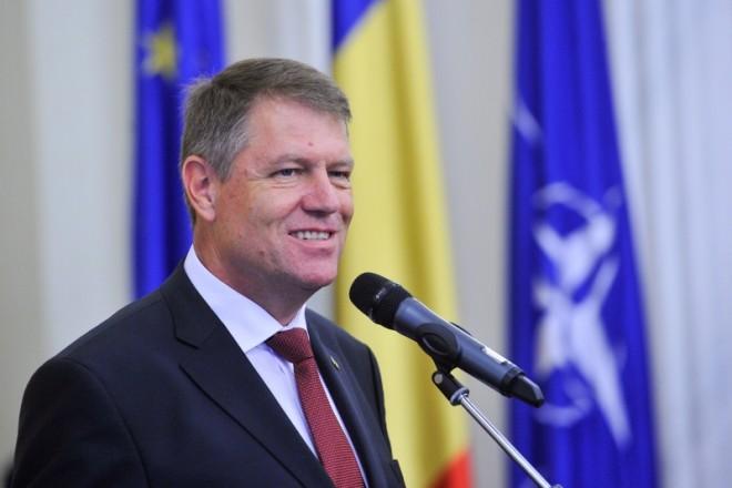 Iohannis, pe urmele lui Băsescu. Participă la un eveniment al unei organizaţii contestate