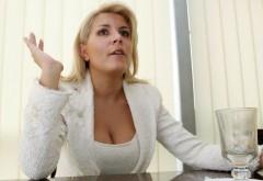 Elena Udrea,DENUNŢ pe Facebook: Punga de campanie nu este plătită de politicieni din salariu, ci cu bani negri