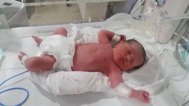 Elena Băsescu a născut un băieţel. Anunţul a fost făcut de fostul preşedinte, pe Facebook
