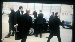 INCIDENT cu Iohannis pe aeroportul din Paris. Ce l-a enervat pe preşedinte!