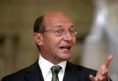 Basescu MĂCELĂREŞTE limba romana pe Facebook. Ce greşeli a făcut