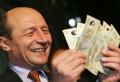 Dezvăluire EXPLOZIVĂ de la serviciile secrete: Traian Băsescu ar fi luat DOI SACI cu BANI