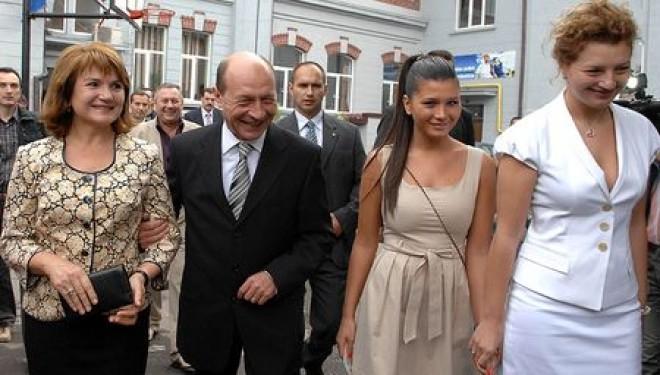 LOVITURĂ de grație pentru familia Băsescu