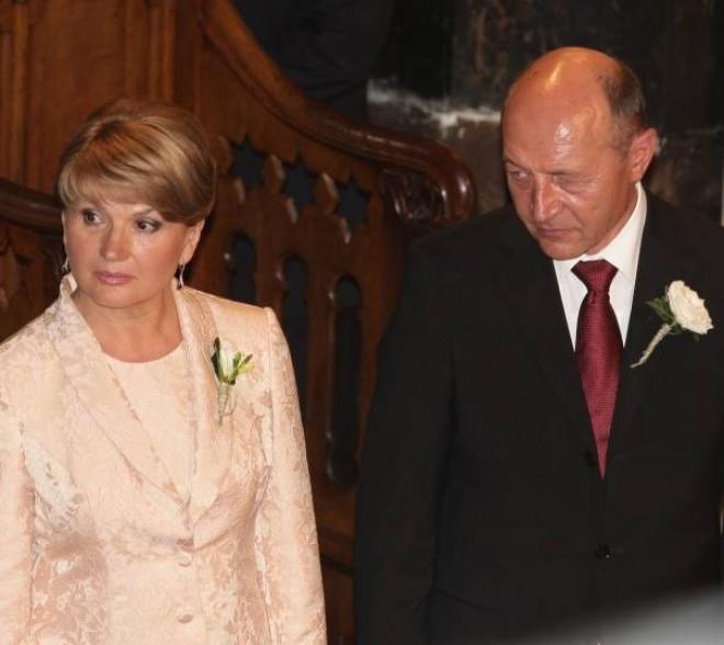Băsescu, glumă savuroasă pe tema DIVORȚULUI de Maria Băsescu