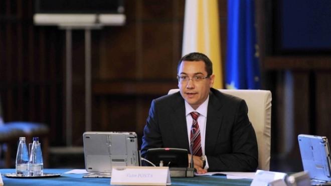 """Ponta cere verificări şi ameninţă cu """"taxe speciale"""" dacă nu scad preţurile după reducerea TVA la alimente"""