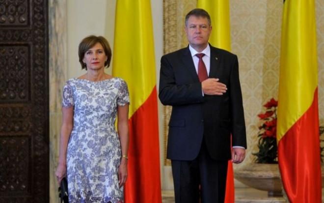 Carmen Iohannis dă în judecată instituţiile statului