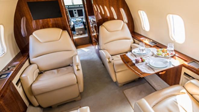 Cum arată avionul de lux cu care a plecat Klaus Iohannis la Riga