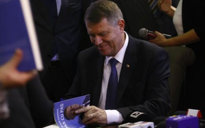 Cum a fost evitat un SCANDAL la lansarea cărții lui Klaus Iohannis