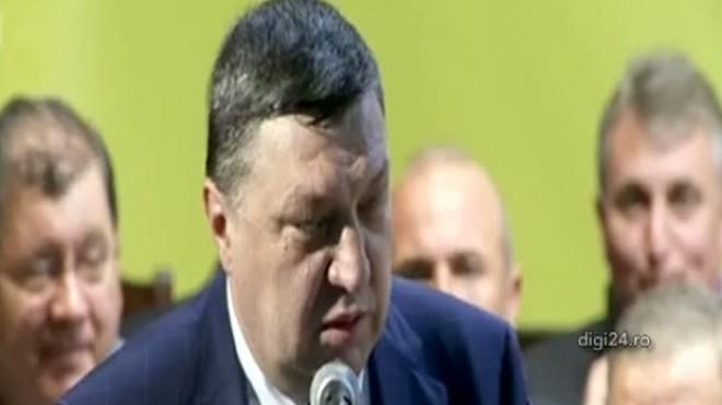 Teodor Atanasiu, huiduit la Consiliul Naţional al PNL. Vicepreşedintele a plecat de pe scenă VIDEO