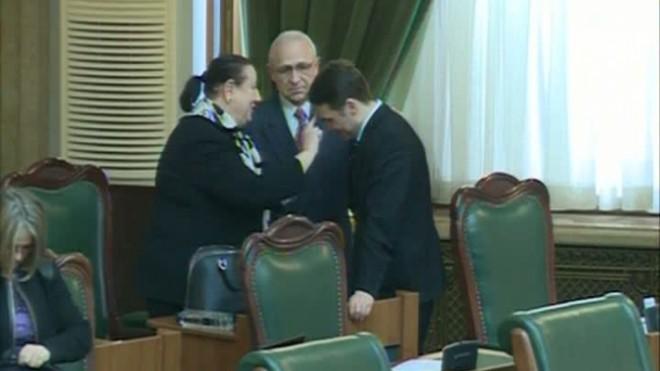 SOARTA lui Dan Şova, decisă în plen. Senatorii REIAU astăzi VOTUL pentru reţinere şi arestare VIDEO