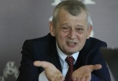 Consilierul lui Sorin Oprescu, REŢINUT. Solomon Wigler, prins când lua ŞPAGĂ 25.000 euro