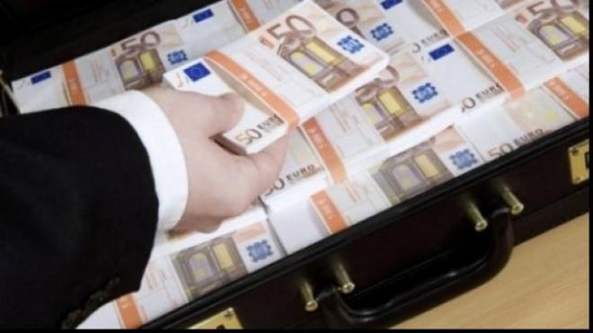 Valiză cu bani, găsită de procurori în demisolul unui baron PNL