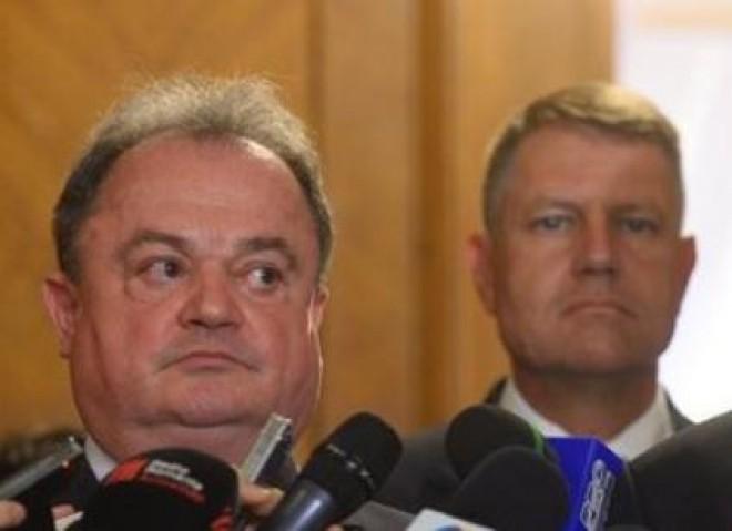 """Vasile Blaga îşi declară independenţa de Klaus Iohannis: """"Nu am fost adeptul tătucilor asupra partidelor"""""""