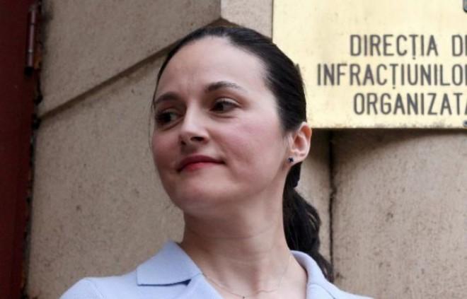 Alina Bica, audiată la DNA într-un nou dosar: Mă aştept la orice, inclusiv să fiu REŢINUTĂ