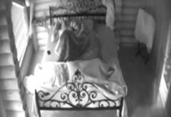 SCANDAL SEXUAL/ Fostul premier al R. Moldova Vlad Filat, filmat în pat cu o jurnalistă în timp ce vorbea cu Băsescu la telefon VIDEO 18+