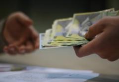 VESTE PROASTĂ! Guvernul Cioloş ar putea AMÂNA majorarea salariilor bugetarilor