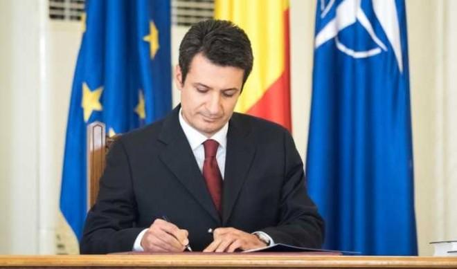 Ies la iveală suprapuneri dubioase în CV-ul ministrului Sănătăţii, Patriciu Achimaş-Cadariu. Cum reacţionează un medic.
